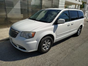Chrysler Town & Country LX 2013