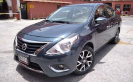Nissan Versa Exclusive Navy 2016